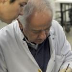 Jürgen Koebke zeigt geduldig die Details der Suboccipitalregion